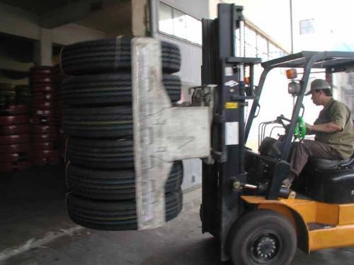지게차 타이어 클램프
